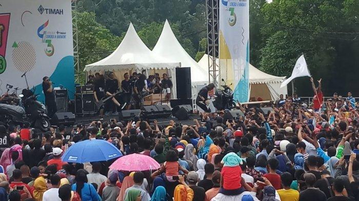 Ribuan Warga Antusias Sampai Jingkrak-jingkrak Saksikan Konser Jamrud di Ulang Tahun PT Timah