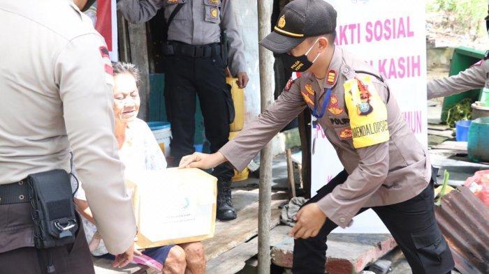 Polres Karimun Salurkan 1.000 Paket Bahan Pokok Untuk Masyarakat Terdampak Covid-19