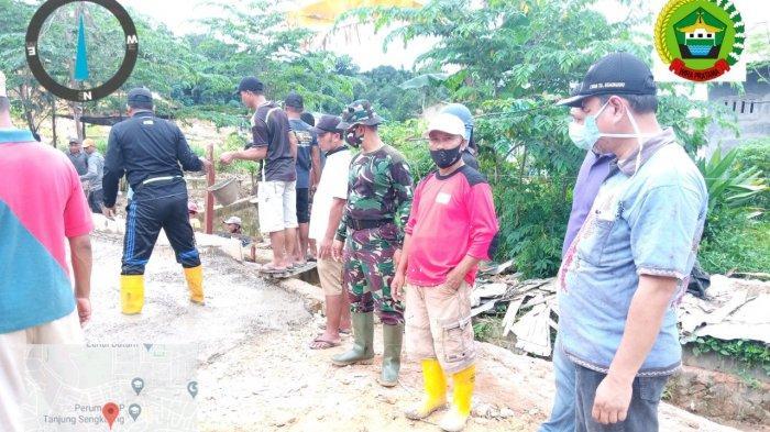 Cegah DBD, Warga Tanjung Sengkuang Gotong Royong, Pak Lurah Juga Ikutan Lho