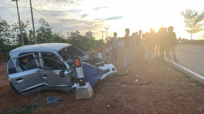 Kecelakaan di Jalur Lintas Barat, Mobil Ringsek Supir Alami Patah Tulang Kaki
