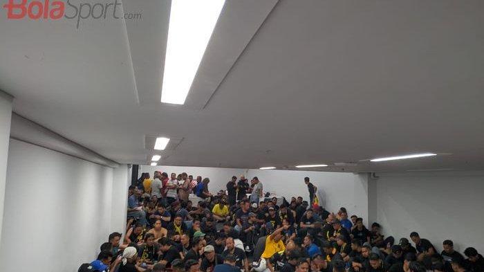 Federasi Sepakbola Malaysia Bakal Laporkan Insiden Kericuhan Suporter Indonesia-Malaysia di SUGBK
