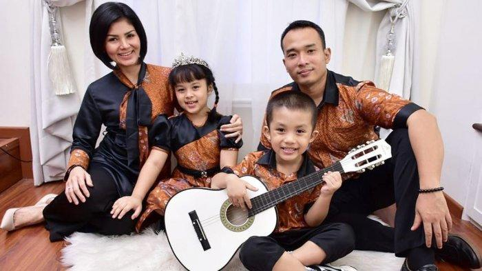 Intan RJ dan keluarga