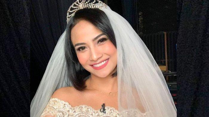 Diminta untuk Berpakaian Tertutup, Vanessa Angel Malah Bergaya Nyeleneh Saat Bikin Kebab