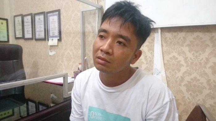 Irwansyah Putra, tersangka kasus pembunuhan terhadap ayahnya sendiri Khairul Anwar alias Pian yang meninggal dengan kaki dan tangan terikat di Dusun 2, Desa Pasar Lembu, Kecamatan Air Joman, Kabupaten Asahan, Kamis(10/6/2021).