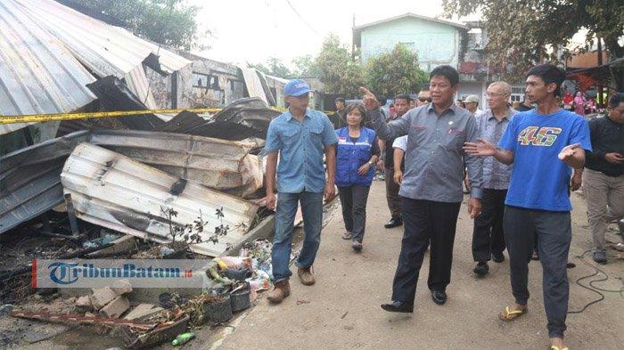 Kunjungi Korban Kebakaran, Isdianto Janji Bangun Kembali Gedung Terbakar