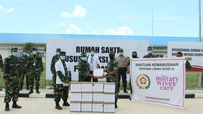 Istri Panglima TNI Beri Bantuan untuk Tenaga Medis di RS Khusus Infeksi Covid-19 Pulau Galang Batam