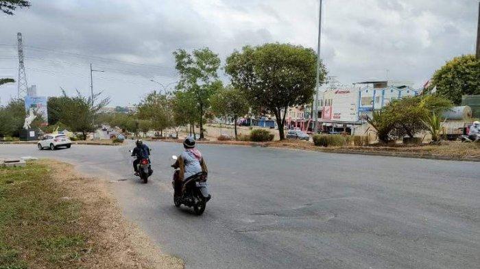 Bak Gelombang Laut, Jalan di Simpang Kuda Batam Potensi Bahayakan Pengendara