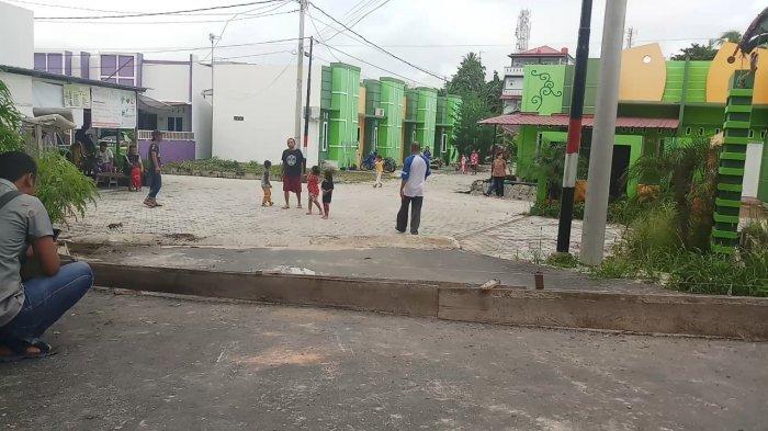 PT Timah TBK Karimun Tutup Jalan ke Pemukiman, Warga Kesal dan Lakukan Protes