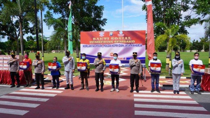 Jasa Raharja Berikan Bantuan Paket Sembako ke Warga Batam