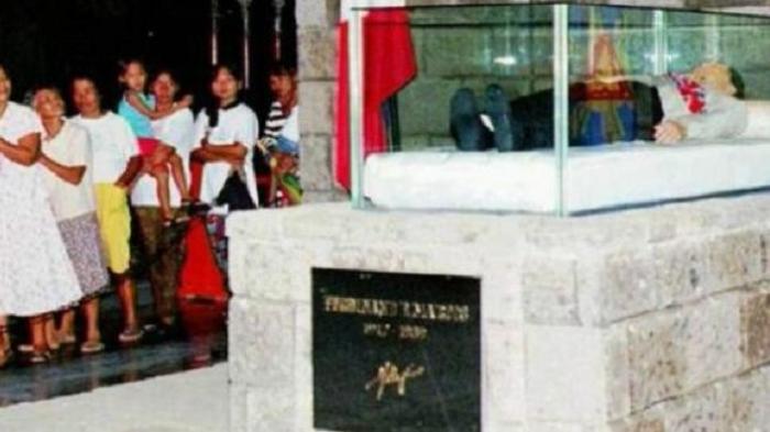 Jenazah Ferdinand Marcos saat ini diawetkan di kampung halamannya, Batac.