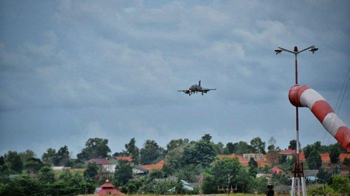 Ada Apa, 4 Jet Tempur Jenis Hawk 100/200 Terbang Rendah di Langit Tanjungpinang