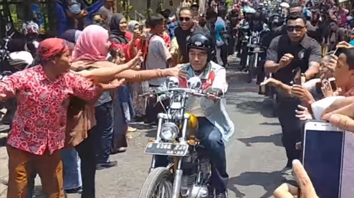 Mahasiswa Gugat UU LLAJ Karena Ditilang Gegara Lampu Tak Nyala; Lampu Motor Jokowi Juga Tak Nyala