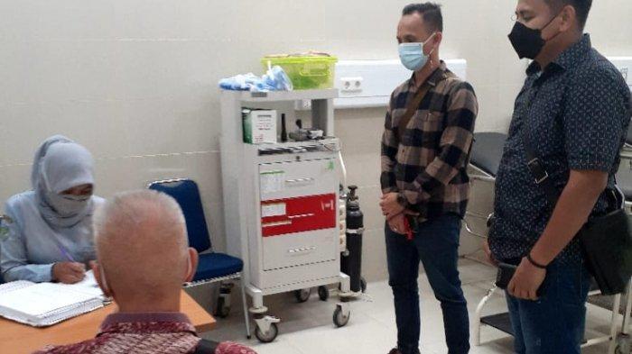 Jaksa Penuntut Umum (JPU) Kejaksaan Negeri atau Kejari Batam saat mengeksekusi putusan Mahkamah Agung terhadap Tjong Alexleo Fensury.