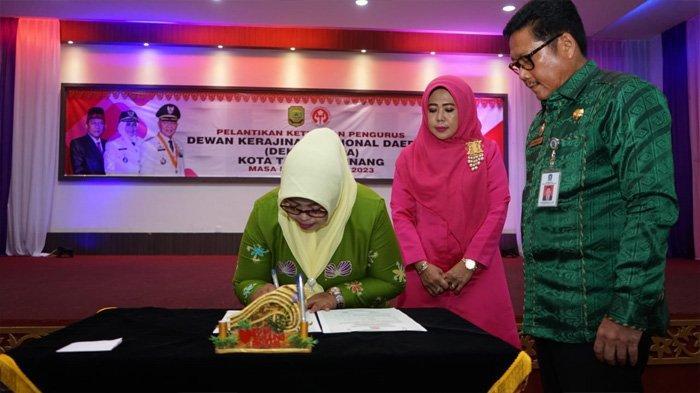 Dorong Perekonomian Keluarga, Walikota Tanjungpinang Lantik Istri sebagai Ketua Dekranasda