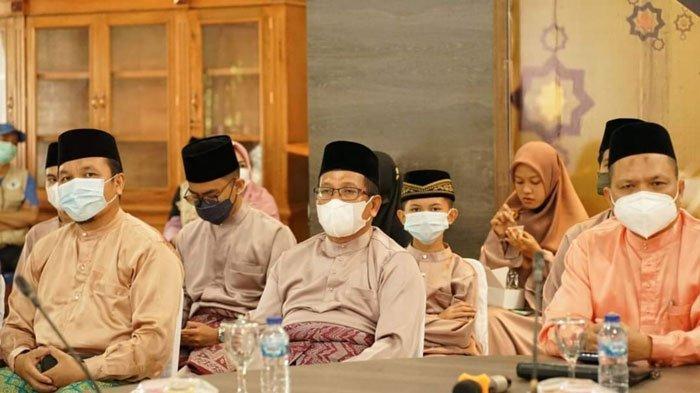 Kafilah Kabupaten Lingga pada STQH IX Kepri, Sabtu (31/7). Kabupaten Lingga meraih juara umum ketiga pada event ini.