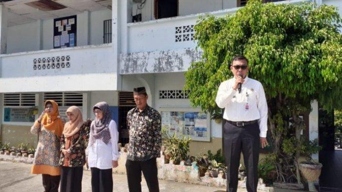 Kepala Dinas Pendidikan (Kadisdik) Kepri Dr. Muhd. Dali, MM memantau Ujian Nasional di SMKN 4 Tanjungpinang, SMK Yaspika Karimun dan SMK Vidya Sasana Karimun.