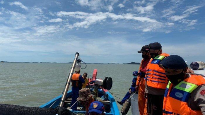 Tim Sar Gabungan menyisir perairan Takong Hiu pada pencarian hari keenam, Minggu (4/4/2021). Kapal angkut TKI sebelumnya tenggelam di sekitar perairan Karimun, Provinsi Kepri.