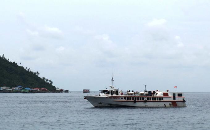 BREAKINGNEWS. Kapal Ferry Rute Anambas-Tanjungpinang Dikabarkan Kecelakaan