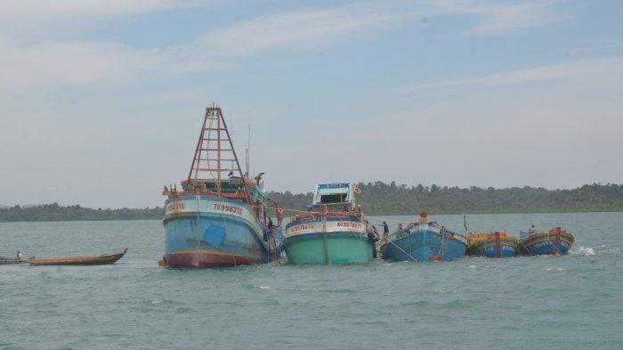 Kapal ikan asing asal Vietnam yang akan dimusnahkan PSDKP Batam bersama Kejati Kepri di perairan Pulau Setokok, Kamis (4/3/2021).