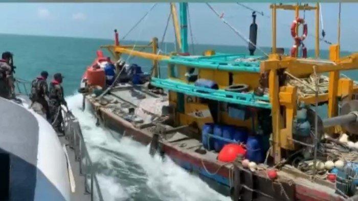 Kapal Tangkap Ikan Bendera Malaysia Tabrak Kapal KKP RI di Selat Malaka