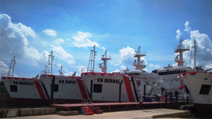 PT PAL Indonesia saat mengerjakan kapal Kenavigasian milik Kemenhub di Batam, Jumat (29/12/2017).