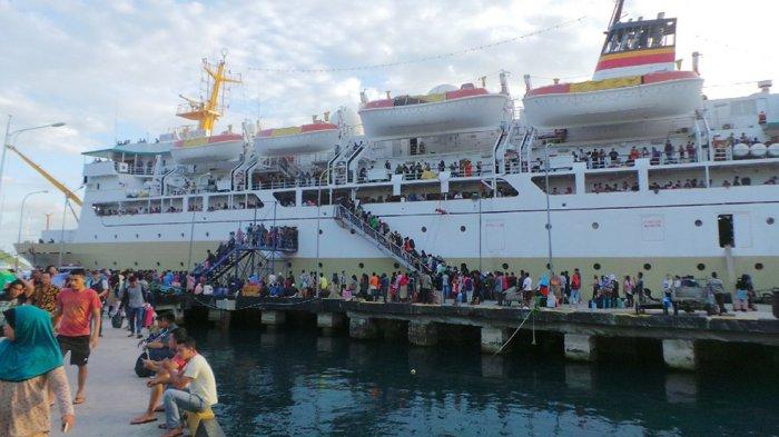 Kapal Pelni KM Bukit Raya Bocor setelah Tabrak Karang di Natuna, Ratusan Penumpang Dievakuasi