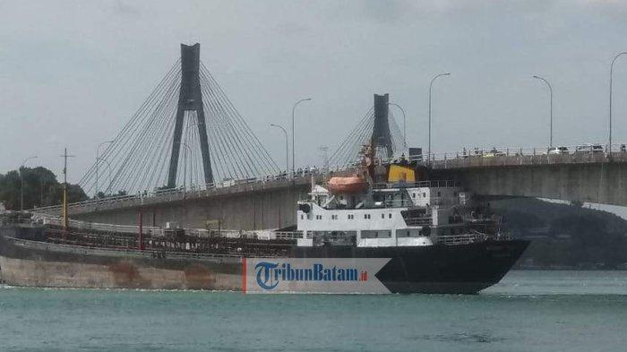 Kapal Tanker Eastern Glory Tabrak Jembatan 2 Barelang, Cegah Kapal Kabur Izin Belayar Dibatalkan