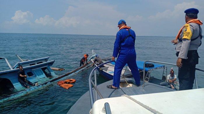 Kapal Muatan Kelapa Tenggelam, Fery Batam Jet Selamatkan Korban