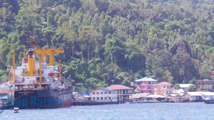 Waktu Bongkar Muat Kapal Tol Laut Jadi Sorotan, Bupati Pimpin Rapat Pengelolaan Laut Malam Hari