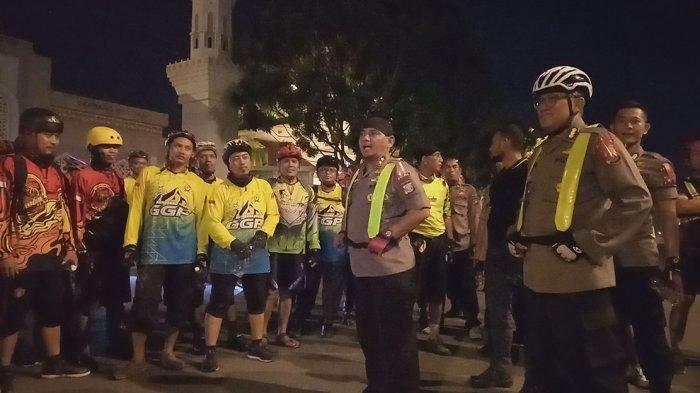 Bersama Komunitas Gowes di Batam, Kapolda Kepri Patroli Malam Dengan Sepeda