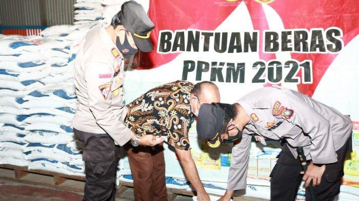 Peninjauan gudang Bulog oleh Kapolres Natuna, AKBP Ike Krisnadian, Kamis (29/7).