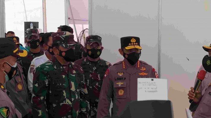 Kapolri dan Panglima TNI meninjau pelaksanaan vaksinasi di Polda Kepri, Jumat (5/3/2021).