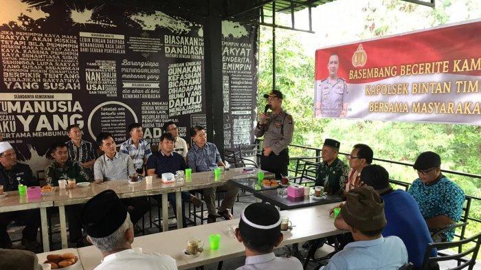 Ajak Masyarakat Ciptakan Pilkada Aman & Damai, Ini yang Dilakukan Kapolsek Bintan Timur
