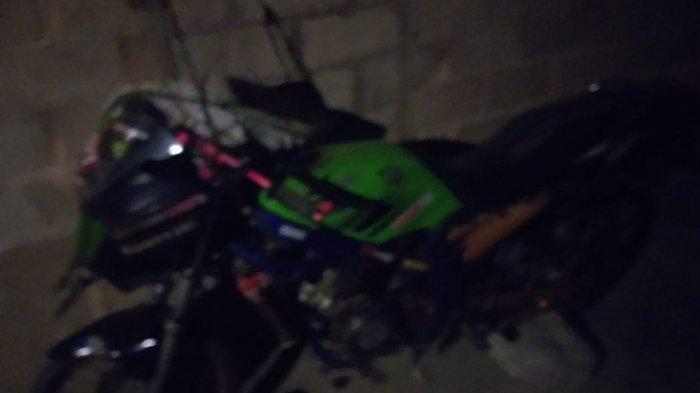 Foto sepeda motor curian Kawasaki Ninja oleh oknum penebang kayu di Karimun berinisial NA.