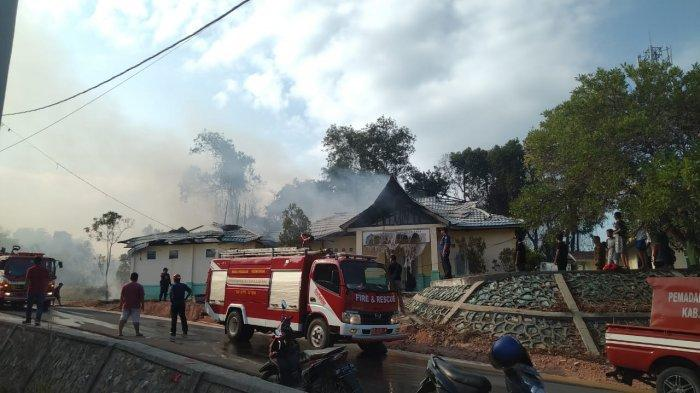 Bangunan Eks KUA di Tebing Karimun Terbakar, Berawal dari Karhutla di Belakang Kantor Camat