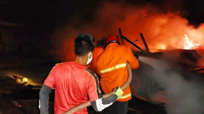 KEBAKARAN di Lingga, Api Hanguskan Kandang Kambing dan Gudang Warga Desa Kuala Raya