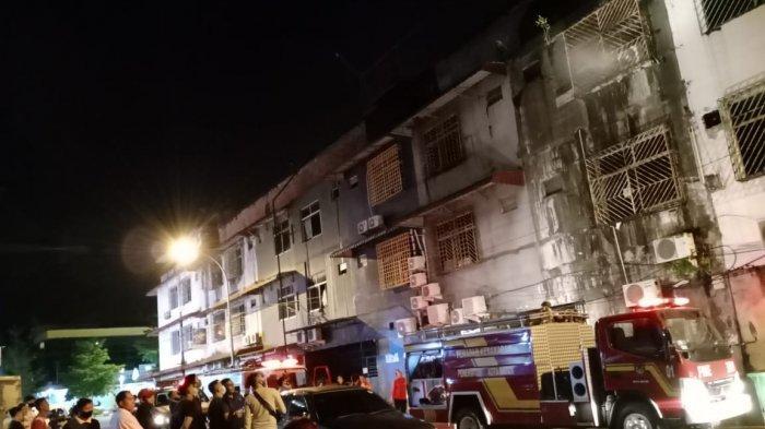 Ruko di Kompleks Kampung Bule, Nagoya Terbakar, 5 Mobil Damkar Dikerahkan ke Lokasi