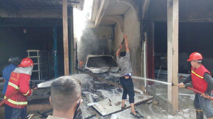 Tangan Pemilik Kedai Bensin Disambar Api, Kebakaran di Karimun Diduga Karena Korslet