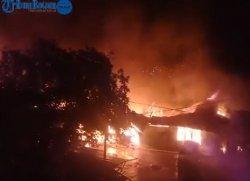 Kebakaran Bengkong Aljabar - 5 Unit Mobil Damkar Bersama Warga Berjibaku Padamkan Api