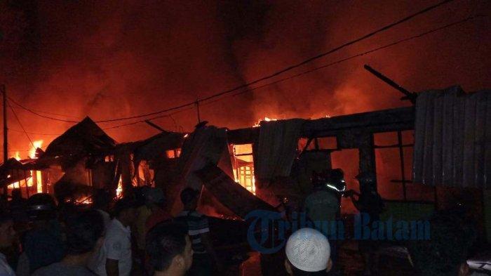 Bengkong Aljabar Kebakaran - Api Berhasil Dipadamkan, Enam Unit Mobil Pemadaman di Kerahkan