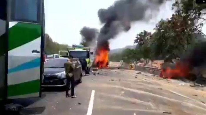 Cerita Korban Selamat Kecelakaan Maut di Tol Cipularang, Mobil Terbang, Tergantung di Tepi Jurang