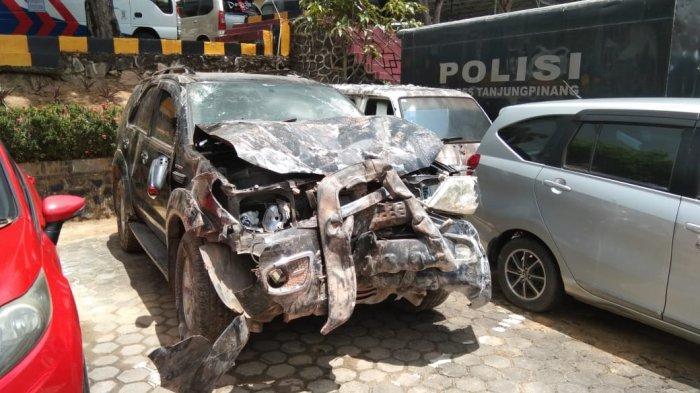 KECELAKAAN di Tanjungpinang, Udin Syok Tahu Istri Terjepit Mobil Fortuner Tabrak Rumah
