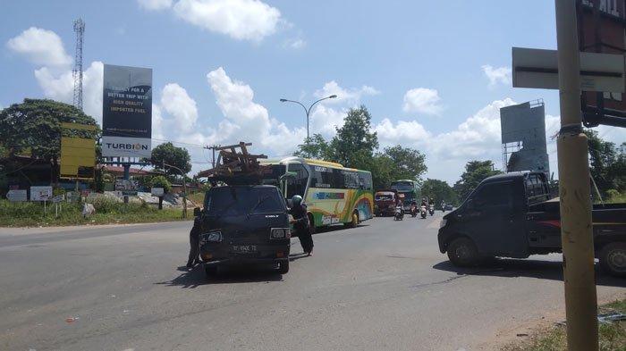 Kecelakaan Lalu Lintas di Batam, Dua Mobil Bak Terbuka Adu Laga di Pelabuhan Sagulung
