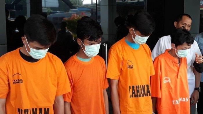 Saling Ejek dan Acungkan Jari Tengah, Pemuda di Bekasi Dikeroyok dan Dibakar Hidup-hidup
