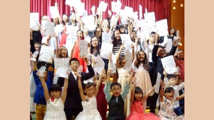 KEREN! Murid Liszthoven Music School Tampil Memukau di Romantic Christmas Night di Nagoya Hill