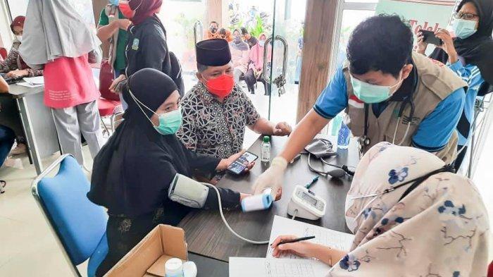 Bupati dan Wakil Bupati Kepulauan Anambas sudah melaksanakan penyuntikan vaksin di RSUD Tarempa, Senin (29/3/2021).