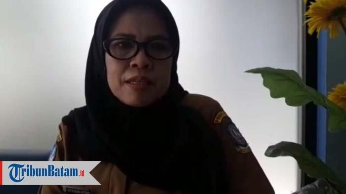 Kepala Sekolah SMAN 3 Batam Vivi Kusuma Effendi M,Si