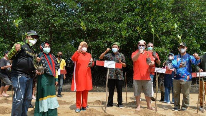 WagubKepri Marlin Agustina Awali Tanam Bakau untuk Gerakan Pelestarian