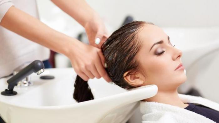 Yuk Coba Bilas Rambut Kamu dengan Air Hangat, Ternyata Banyak Manfaat Pentingnya Loh