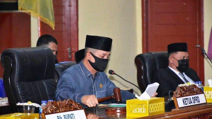Ketua DPRD Kabupaten Lingga, Ahmad Nasirudin dalam rapat Paripurna pengesahan Bupati dan Wakil Bupati Lingga, Senin (22/2/2021).